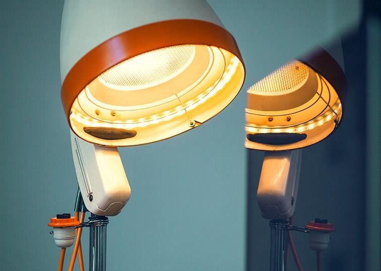 DIY-Upcycling im Büro: Von der Trockenhaube zur Lampe